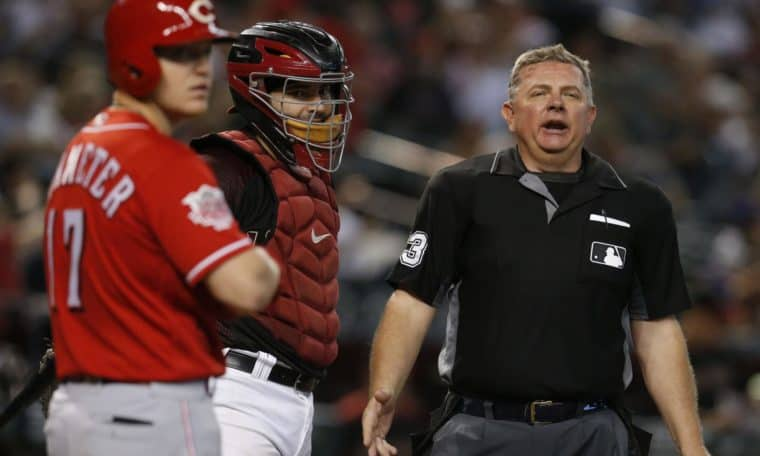 MLB umpire Greg Gibson quad tendon rupture